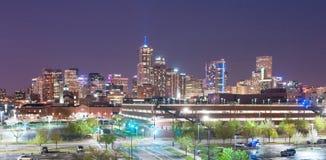 Illuminazione del centro di notte di paesaggio urbano di Denver Colorado City Skyline Urban Fotografie Stock Libere da Diritti