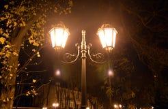 Illuminazione della lanterna di notte a Odessa, Ucraina Una lampada di via antica nello stile d'annata Fotografia Stock