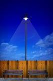 Illuminazione di via con il banco Fotografia Stock