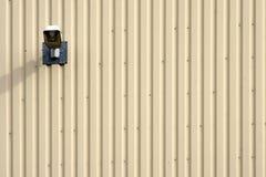Illuminazione di via sulla facciata del metallo Immagini Stock Libere da Diritti