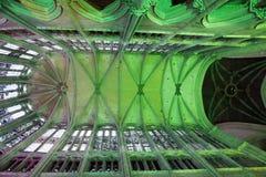 Illuminazione nella cattedrale a Beauvais Francia immagine stock