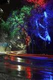 Illuminazione variopinta di Natale in via della città Fotografia Stock