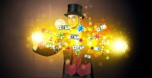 Illusionist колдует с его штатами руки играя в азартные игры стоковое изображение