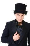 Illusionniste sérieux d'homme de strick dans le noir Photos stock