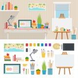 Illustratörarbetsplats med konstnärliga hjälpmedel Royaltyfri Foto