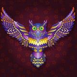 Illustratie met Abstract beeld van een purpere uil die op een donkerrode bloemenachtergrond vliegen royalty-vrije illustratie