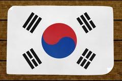 Illustratie van de vlag van een Zuidenkoreasâ op meer papier wordt geschilderd gekleefd op de bosrijke muur die stock illustratie