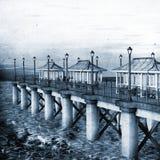 Illustratie van een Kust Pier Blue Tinted stock illustratie
