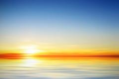 Illustratie van een mooie kalme zonsondergang Stock Afbeeldingen