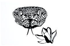 Illustratie van een slang en een bloem Tatoegeringsschets stock illustratie