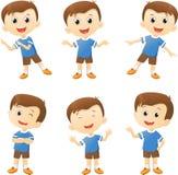 Illustratie van het leuke karakter van het jongensbeeldverhaal in velen actie royalty-vrije illustratie