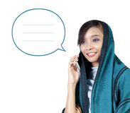 Illustratie van het moderne moslimpraatje van de vrouwentelefoon Royalty-vrije Stock Afbeeldingen