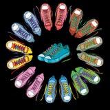 illustratie van Sportschoenen, tennisschoenenronde op zwarte achtergrond Stock Afbeeldingen