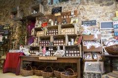 Illustratief Redactiebeeld Delicatessenwinkel in Normandië, Frankrijk Stock Foto