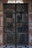 Illustraties van verhalen van de Bijbel op deurenbasiliek van de Aankondiging in Nazareth stock fotografie
