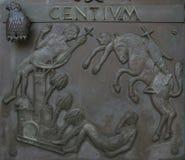 Illustraties van verhalen van de Bijbel op deurenbasiliek van de Aankondiging in Nazareth stock afbeelding