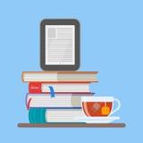 Illustration électronique de vecteur de concept de livre dans le style plat Pile des livres et du lecteur illustration stock