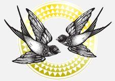 Illustration admirablement détaillée de cru avec des oiseaux d'hirondelle de vol au-dessus de modèle géométrique tribal Illustrat illustration de vecteur