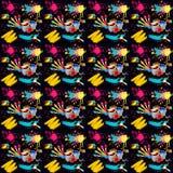 Illustration av sömlöst med bilden av borstarna med målarfärger och borsteslaglängder på en svart bakgrund Royaltyfria Foton