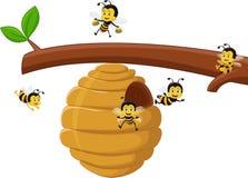 Illustration av tecknad filmfilialen av ett träd med en bikupa och ett bi Arkivbild