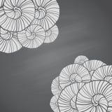 Illustration avec des modèles de coquillages dans le style de croquis sur le tableau Image libre de droits