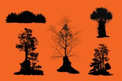 Illustration avec l'ensemble de silhouette d'arbre d'isolement sur le fond orange Photo stock
