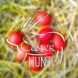 Illustration colorée pour Pâques avec le lapin dessiné par craie, texte «chasse à Pâques» sur le fond brouillé Images libres de droits