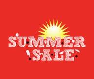 Illustration : Composition tirée par la main de lettrage de vente d'été avec le soleil Photos stock