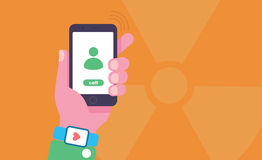 Illustration conceptuelle de rayonnement de téléphone portable La main tient le téléphone portable avec le rayonnement se connect Photos libres de droits