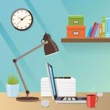 Illustration créative moderne d'espace de travail avec la table de travail, une lampe et l'ordinateur portable Photo libre de droits