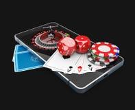 illustration 3d av mobiltelefonen med rouletten, lekkortet, tärning och chiper, online-kasinobegrepp Arkivfoton