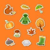 Illustration d'ensemble d'autocollants d'éléments et de feuilles d'automne de bande dessinée de vecteur illustration stock