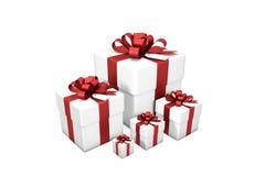 Illustration 3d: Fünf weiße Geschenkboxen von kleinem zu großem in der Reihenfolge der Größe mit rotem Seidenband/Bogen und Tag a Lizenzfreie Stockfotografie