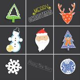 Illustration d'hiver avec les flocons de neige, la Santa Claus, les cerfs communs et le sapin Image stock
