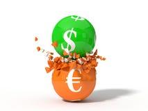 Illustration 3d von zusammenstoßenden Dollar- und Eurowährungsbällen Lizenzfreie Stockfotos