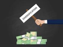 Illustration de concept d'affaires de diversification avec la main d'homme d'affaires tenant une bannière sur l'argent d'argent l Photographie stock libre de droits
