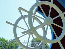 Illustration de la roue du bateau sur le ciel image libre de droits
