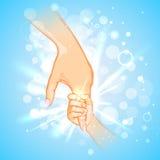Enfantez tenir la main de l'enfant le jour de mère Photo stock