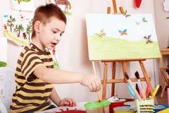 Illustration de peinture d'enfant dans l'école maternelle. Images libres de droits