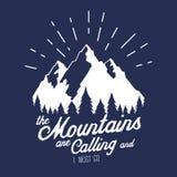 Illustration de vecteur avec la forêt d'extrémité de crêtes de montagnes Photo stock