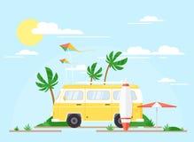 Illustration de vecteur d'autobus surfant sur Palm Beach, concept d'été Remorque jaune de cru avec le conseil surfant, voyage illustration libre de droits