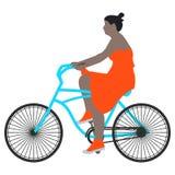 Illustration de vecteur d'un cycliste de femme de promenade de ressort dans une robe rouge et des chaussettes montant un vélo ble Photo stock