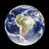 Illustration der Erde 3D von der Kugel des Raumes Tag und Nacht lokalisiert auf schwarzem Hintergrund stock abbildung