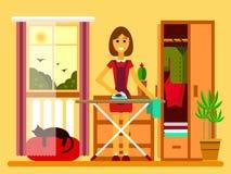 Illustration der jungen Frau bügelnd auf Eisenbrett Lizenzfreie Stockbilder