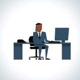 Illustration des Geschäftsmannes On Phone Sitting am Schreibtisch an Lizenzfreie Stockfotografie