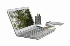 Illustration des Laptops mit drahtlosem Mäusenotizblock und -bleistiften Stockbild