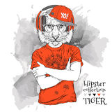 Illustration des Tigerhippies kleidete oben im T-Shirt, Hosen und in den Gläsern und in den Kopfhörern an Stockfotos