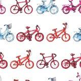 Illustration, die nahtloses Muster mit blauem, purpurrotem, rotem Fahrrad zeichnet Lizenzfreie Stockfotos
