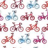 Illustration, die nahtloses Muster mit blauem, purpurrotem, rotem Fahrrad zeichnet Stockfotografie