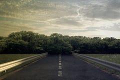 Illustration einer leeren geraden Straße Lizenzfreies Stockbild